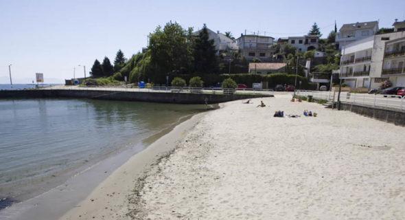 Poio: Playa De Covelo, En Samieira